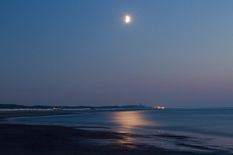 Strand bij avond