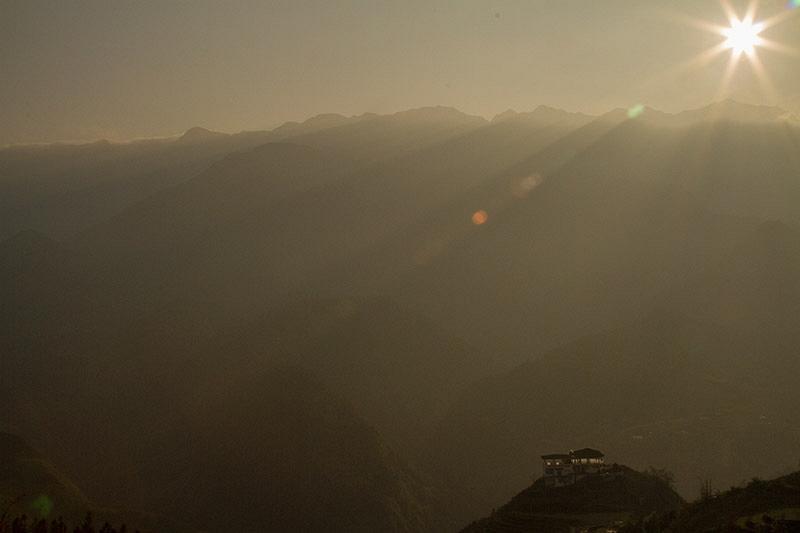 Verlaten hotel in de bergen